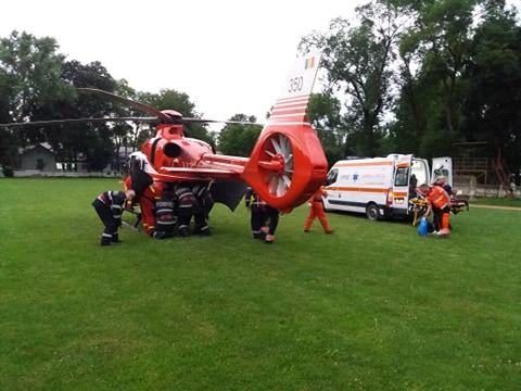 Dorohoiancă preluată de elicopterul SMURD în stare gravă (video)