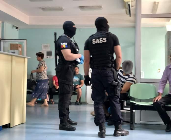 Deţinuţi plimbaţi la spital pentu o pastilă