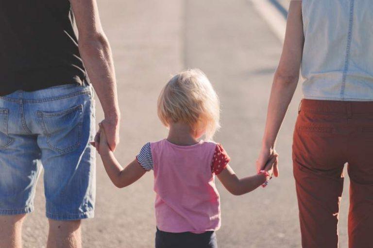 Indemnizațiile pentru creșterea copilului care expiră în perioada aceasta se prelungesc automat