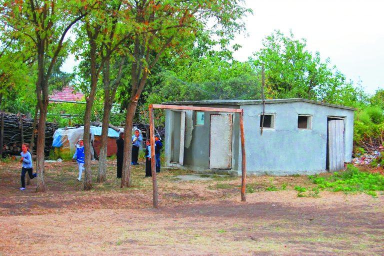 Campanie electorală cu WC-urile şcolilor