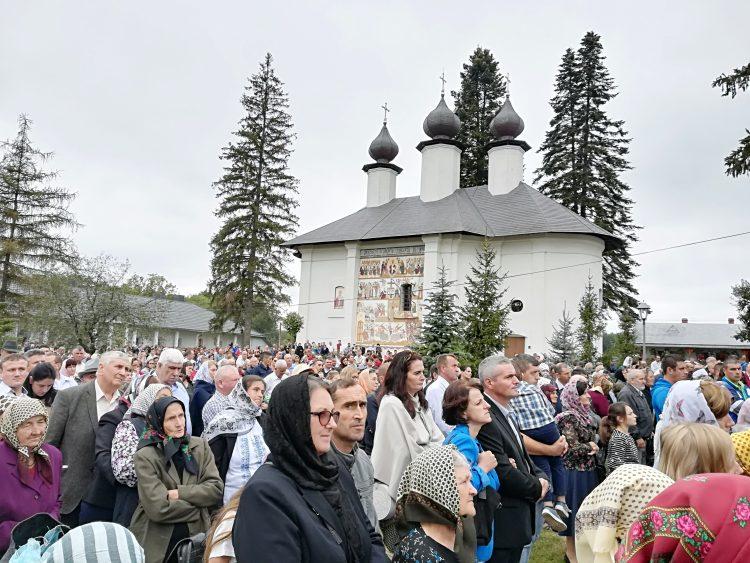 Astăzi – ÎPS Teofan va oficia Sfânta Liturghie la Mănăstirea Vorona