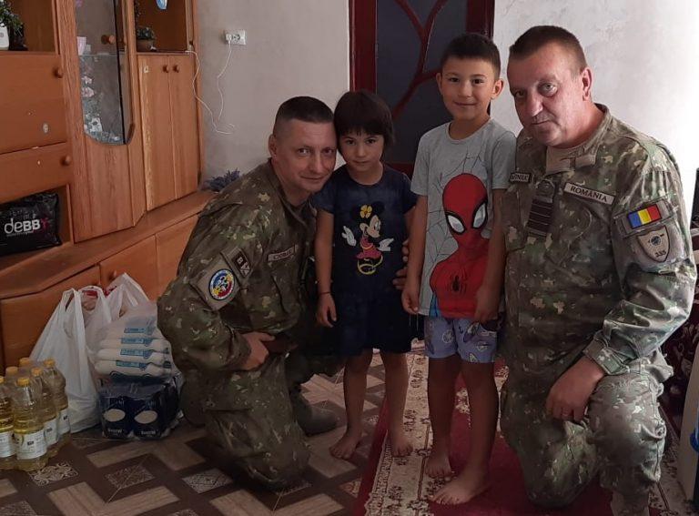 Copii orfani, ajutaţi de militari botoşăneni