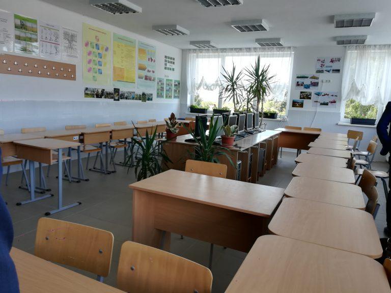 Judeţul Botoşani a ajuns la 93 de şcoli în scenariul roşu