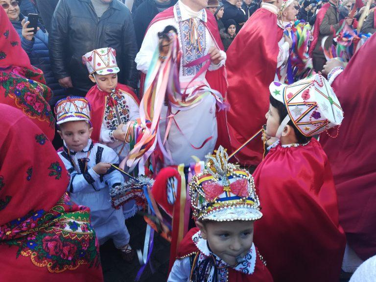 """Participare impresionantă la Festivalul """"Din străbuni, din oameni buni…"""" (video)"""