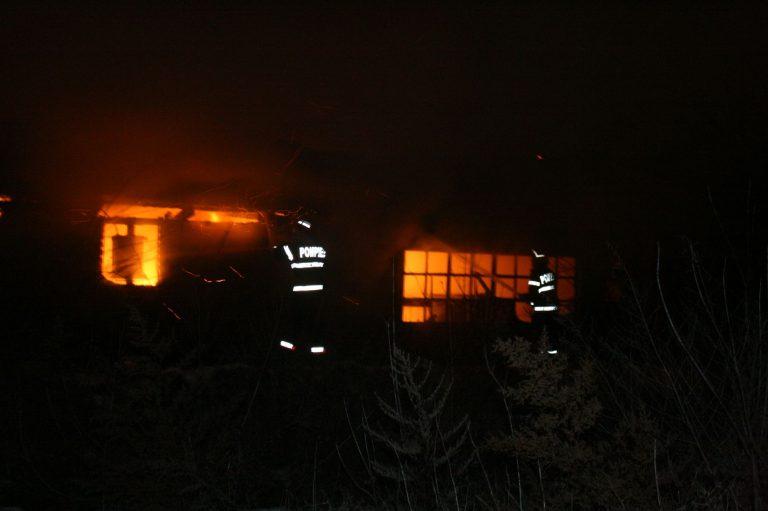 Pagube importante în urma a opt incendii. Focul a mistuit totul