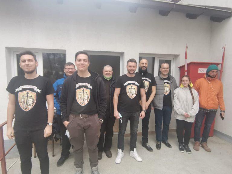 """Zâmbete aduse de Asociația """"Scut botoșănean"""" pentru bătrânii din Suharău"""