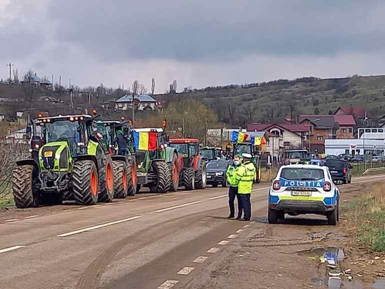 Protest al fermierilor pe străzile din oraş (video)