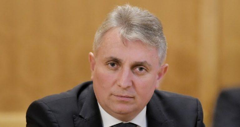 Ministrul Afacerilor Interne vine la Botoșani pentru inaugurări, dar unii polițiști lucrează în containere