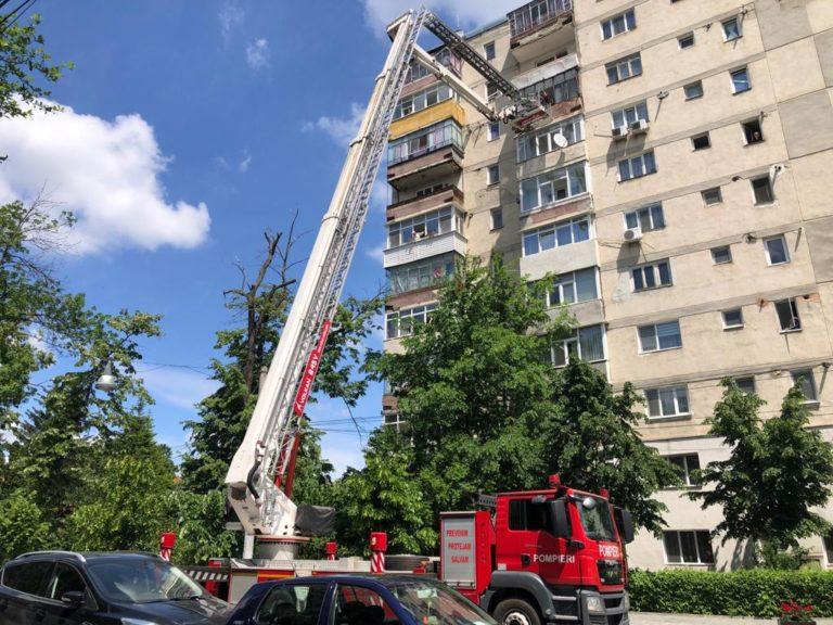 Pompierii încă luptă cu urmările vijeliei de ieri