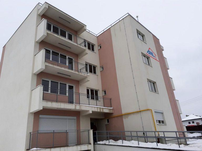 Pază de mii de euro pentru un bloc nelocuit