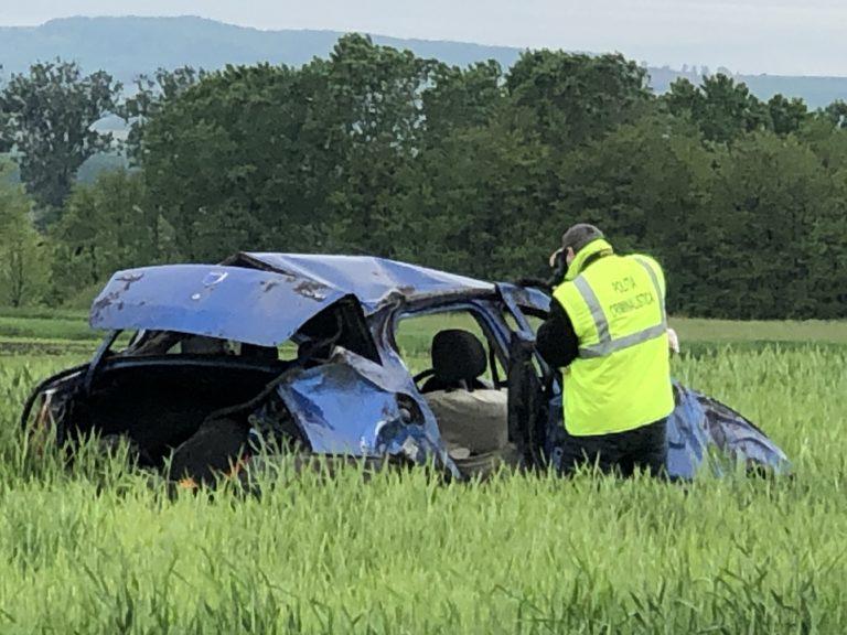 Victime aruncate pe câmp după un accident făcut aproape în comă alcoolică (video)
