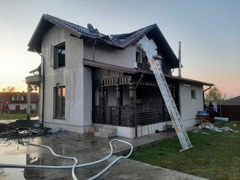 Vilă din Darabani cuprinsă de flăcări, din cauza coșului de fum