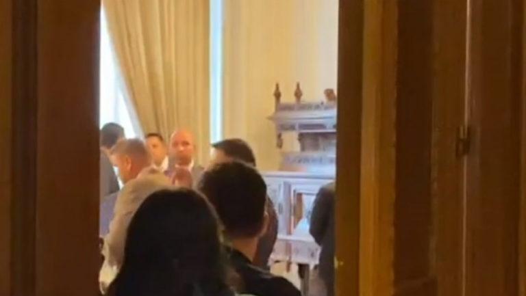 Petrecere la Parlament de ziua lui Ludovic Orban, cu invitați fără mască