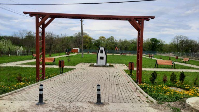 Parc cu sicriu în centrul Broscăuţiului (video)