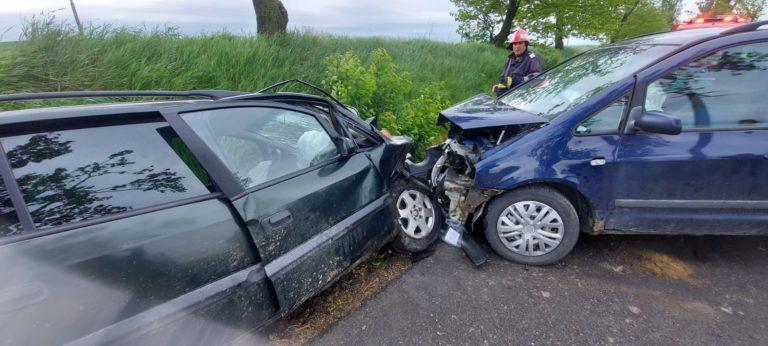 Şofer rănit după o coliziune frontală