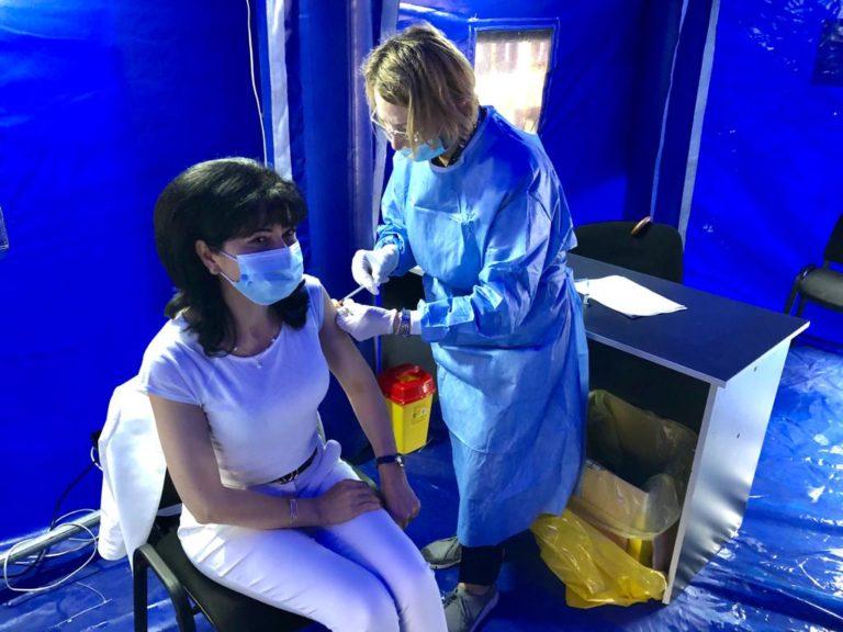 Doina Federovici se vaccineaza după ce Cosmin Andrei a declarat că s-a săturat de mască (video)