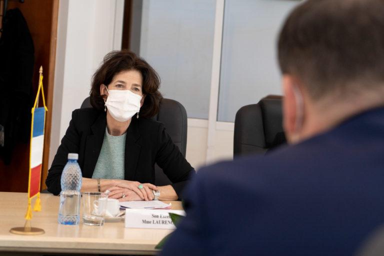 """Un profesor de la Colegiul """"AT Laurian"""" va fi premiat de Ambasadorul Franţei în România"""