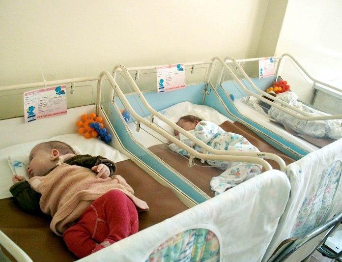 431 de copii părăsiţi în maternităţi şi unităţi sanitare