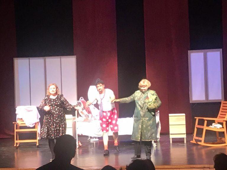 """""""Zăpezile de altădată"""" pe scena Teatrului Eminescu (video)"""