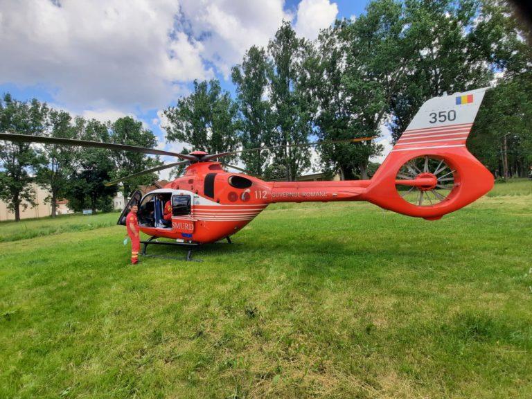 Elicopterul SMURD venit la Botoşani pentru o femeie în stare gravă (video)