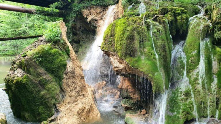 Una dintre cele mai frumoase cascade din România s-a prăbușit