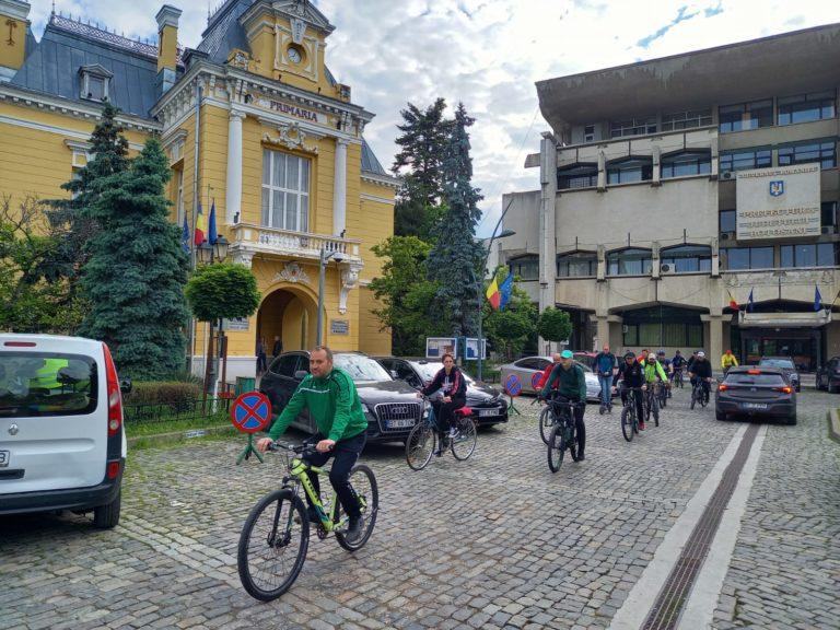 Vinerea verde – jandarmii au renunțat la mașini și au trecut la biciclete