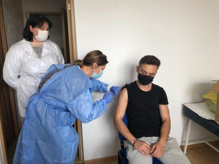 Peste 100 de elevi din Dorohoi vaccinaţi împotriva Covid