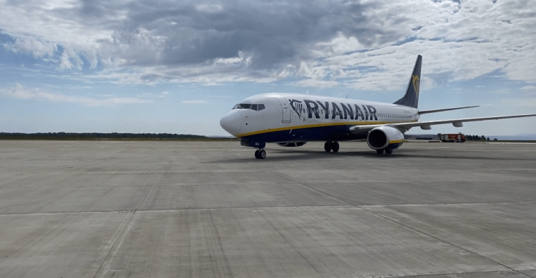 Ryanair a început să opereze curse de pe Aeroportul Suceava (video)