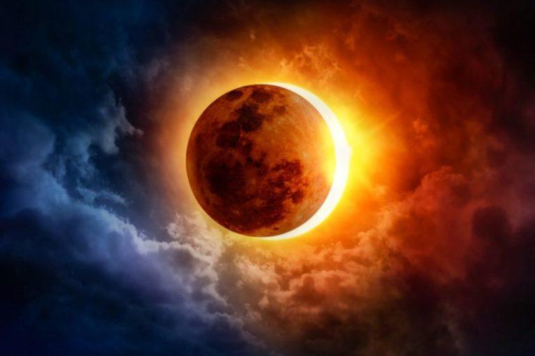 Eclipsă de soare vizibilă în partea de nord a României. Fenomenul poate fi observat şi la Botoşani