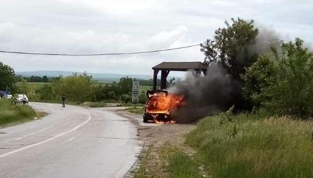Autoturism distrus de flăcări, la Durnești