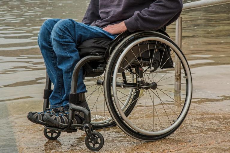 Persoanele cu handicap nu vor mai fi nevoite să se prezinte la reevaluări periodice