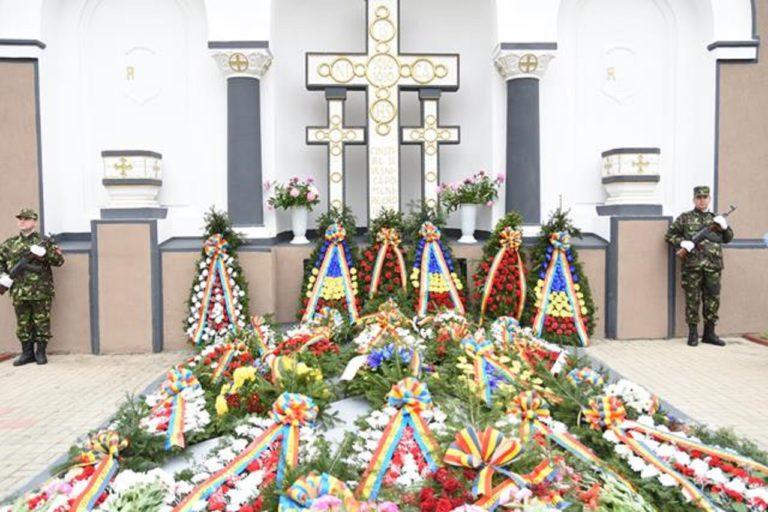 Prinos de recunoștință de Ziua Eroilor, la Botoșani (FOTO-VIDEO)