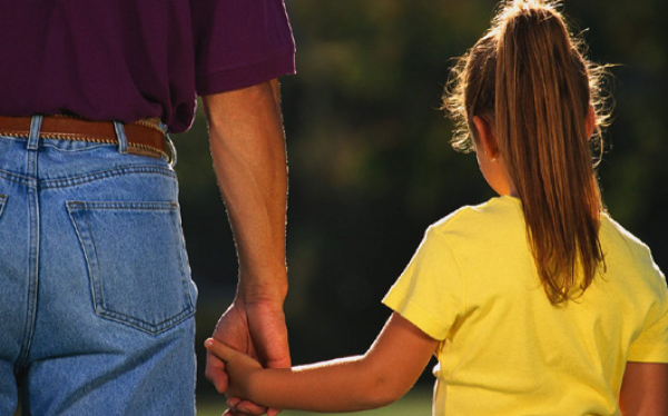 Peste 1.500 de persoane beneficiază de alocaţia de susţinere pentru familia monoparentală