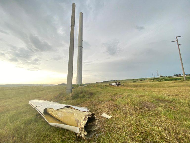Vijelia a doborât singura eoliană din judeţ (video)