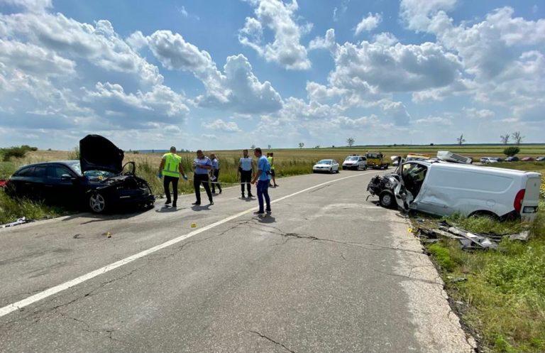 Accident cumplit în apropiere de Trușești. Un mort și trei răniți grav (video)