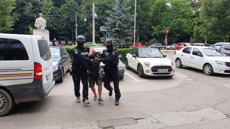 Suspecții capturați ieri au fost separați – unul în arest, celălalt într-un centru de minori