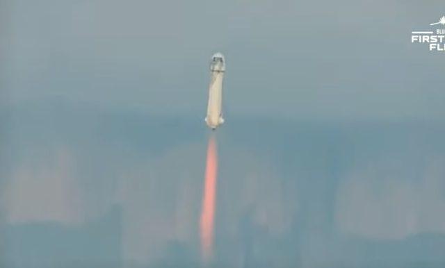Jeff Bezos, cel mai bogat om din lume, a pornit într-o călătorie supersonică în spațiu