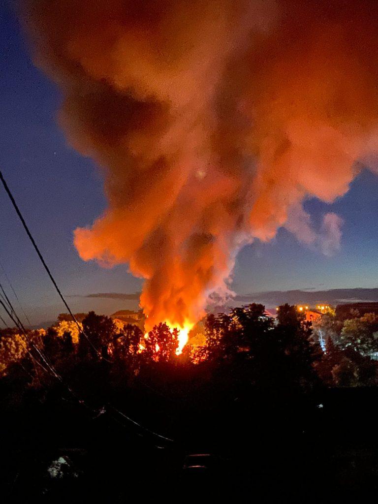 O făclie aprinsă a generat incendiul devastator de la marginea municipiului