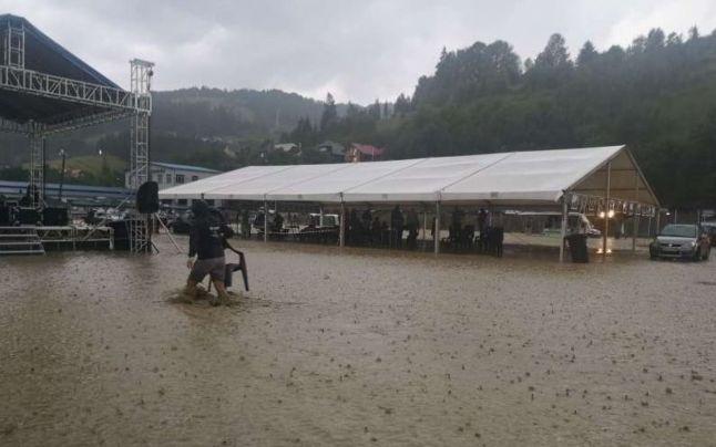 Artiști din Botoșani, afectați de inundații la un festival de folclor