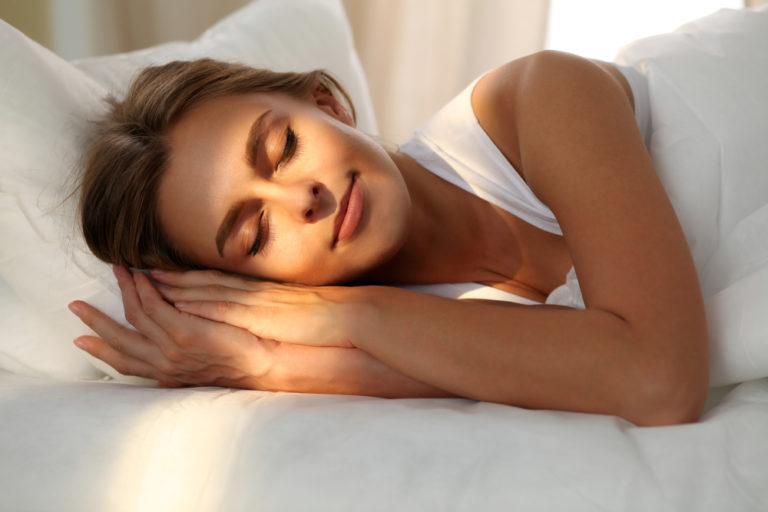 Alegeți să dormiți bine. 8 sfaturi pentru un somn mai bun