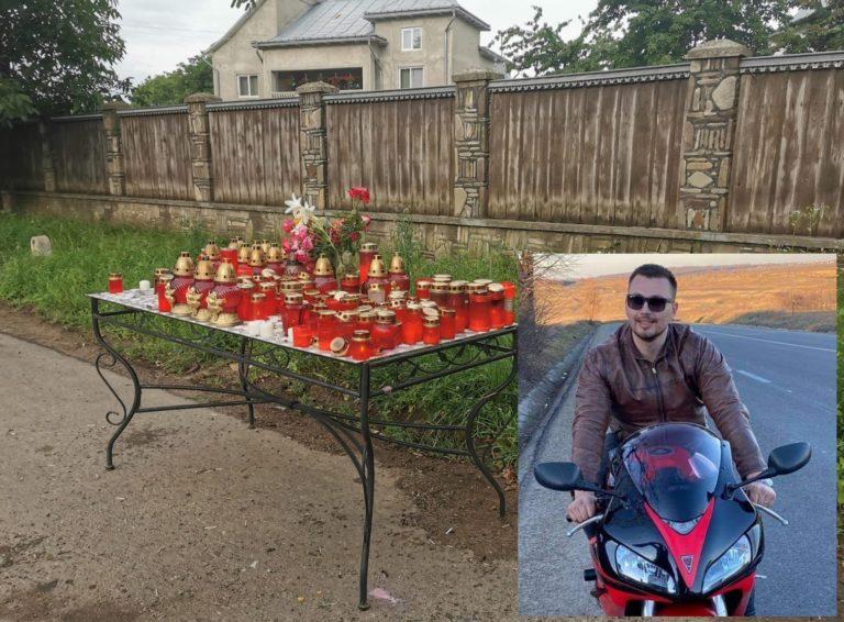 Altar de lumânări pentru voluntarul mort în accident de motocicletă (video)