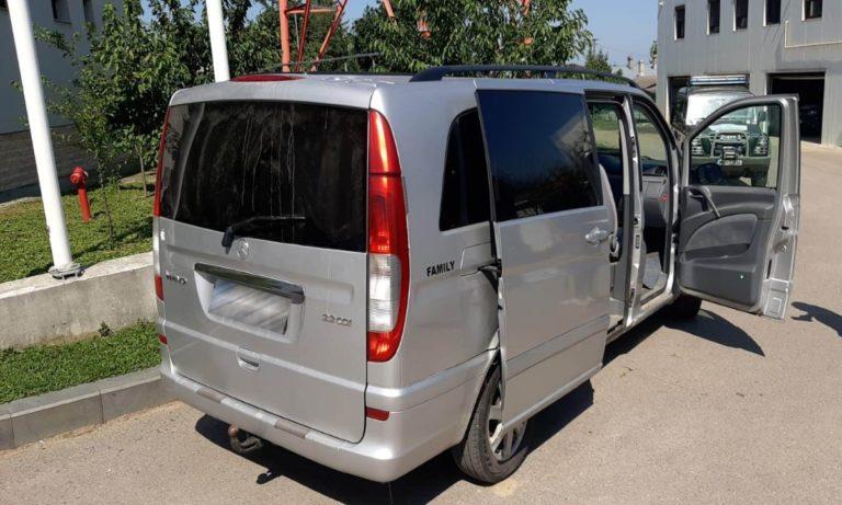Transport ilegal cu țigări de contrabandă capturat de polițiștii de frontieră. A fost confiscată și mașina (video)
