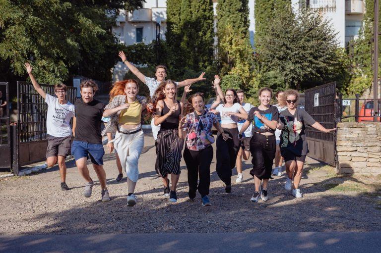 """Festivalul Național de Teatru Tânăr """"Ideo Ideis"""" ajunge la Botoșani"""