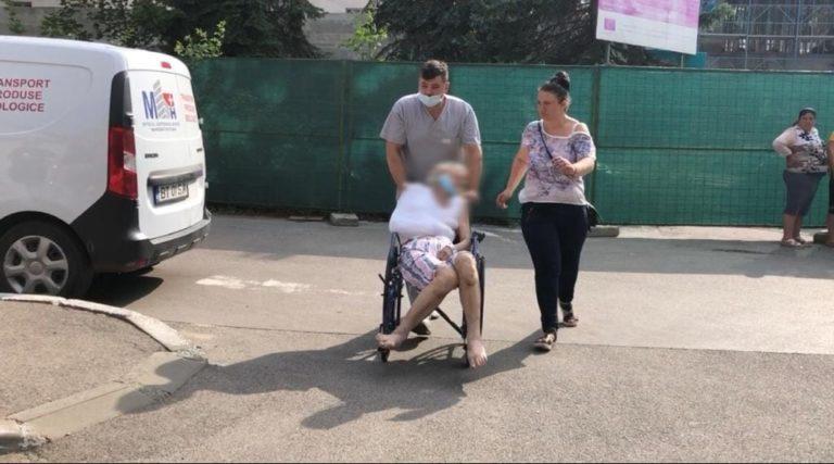 Bolnavi fugăriţi din spital cu taxiul (video)
