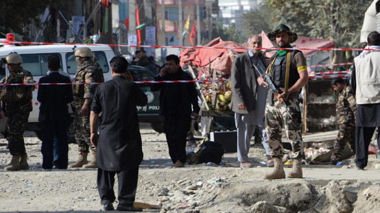 Atac sinucigaș la Kabul. Bilanț șocant: Cel puțin 90 de morți, 150 de răniți. Gruparea Stat Islamic a revendicat atentatul