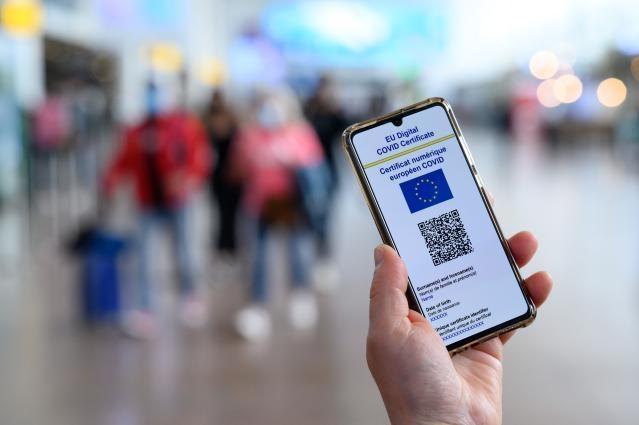 Certificatele digitale COVID-19 pot fi utilizate și pe teritoriul României