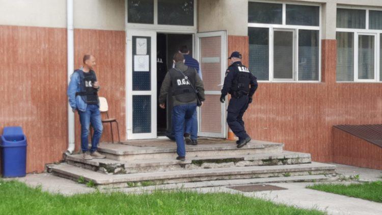 Anchetă-fulger pentru poliţiştii acuzaţi de mită