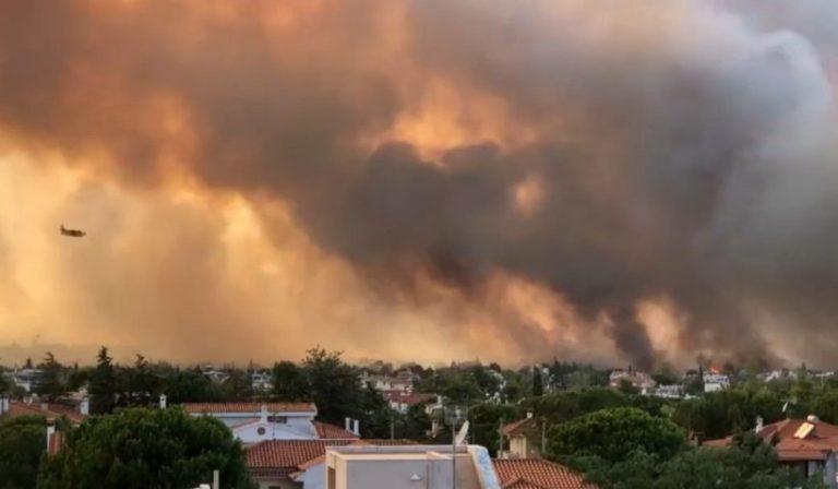 Mii de oameni au fugit din case din cauza incendiului din Atena