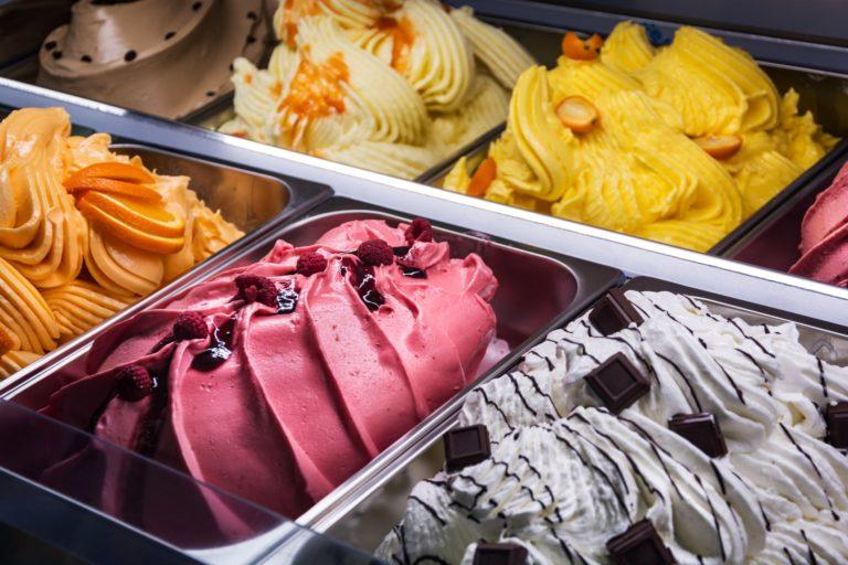 Zeci de sortimente de îngheţată cu substanţe toxice, retrase din hipermarketuri