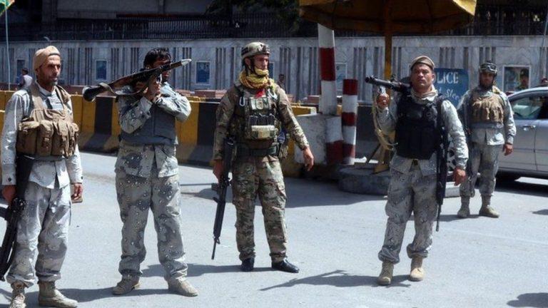 Talibanii îşi proclamă victoria în Kabul